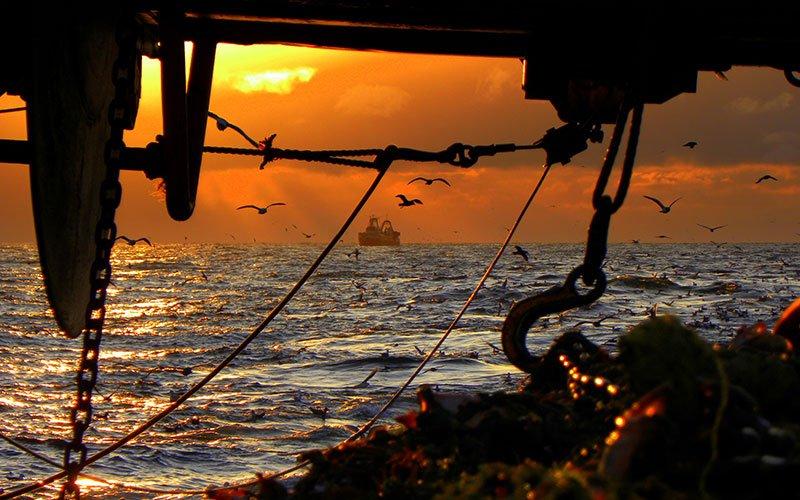 Pôr do sol, pesca sustentável no Alasca