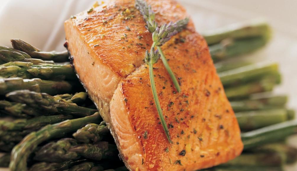 Cozinhar peixe congelado na frigideira