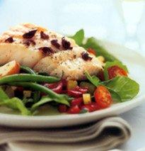 Bacalhau do Alasca com salada estilo niçoise