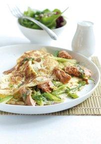 Omeleta De Salmao Selvagem Do Alasca Com Cebolinho E Estragao